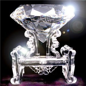 3000カラット ダイヤモンド型水晶.jpg
